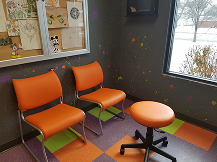 cat-waiting-room-chairs-and-doctor-stool2